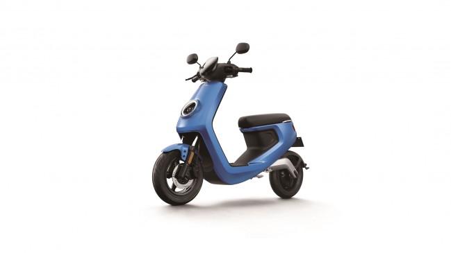 m-blue-front45